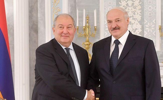 Лукашенко опроверг информацию опоставках оружия вАзербайджан