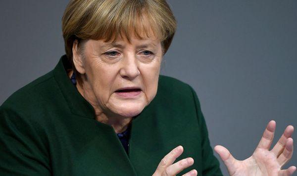 Недостаточно прогрессивное исполнение минских соглашений по Украине не дает Европе возможности ослабить санкции против России, заявила канцлер Германии Ангела Меркель на полях саммита Евросоюза в Брюсселе.