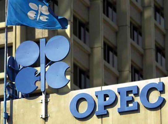 Страны ОПЕК договорились сократить добычу нефти на 1,2 млн баррелей