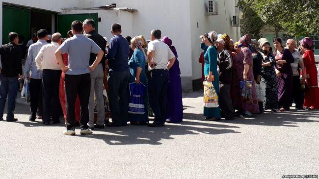 В Туркмении продолжаются перебои с продажей муки и хлеба