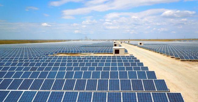 Китай ввел в строй первую в стране солнечную электростанцию