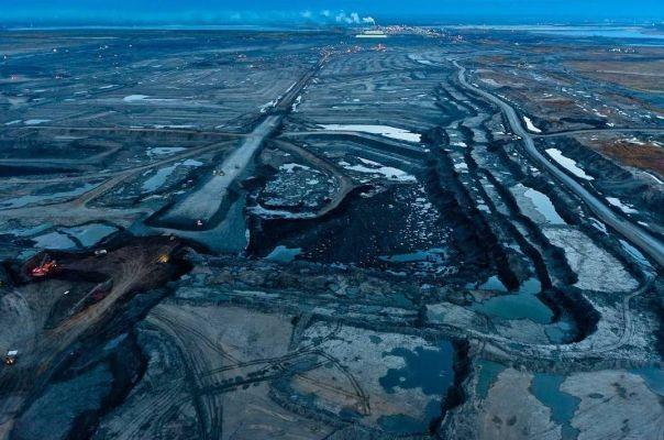 США продолжают снижать добычу сланцевой нефти