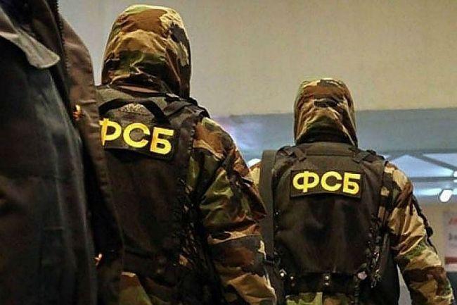 ФСБ проводит обыски в Крыму у подозреваемых в участии в терроризме