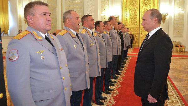 Полковник ФСБ - миллиардер. Брал взятки на Лубянке, жил во дворце. В СИЗО стал набожным.