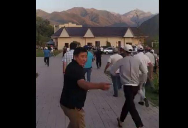 Картинки по запросу Атамбаев попал на видео во время начала спецоперации по его задержанию