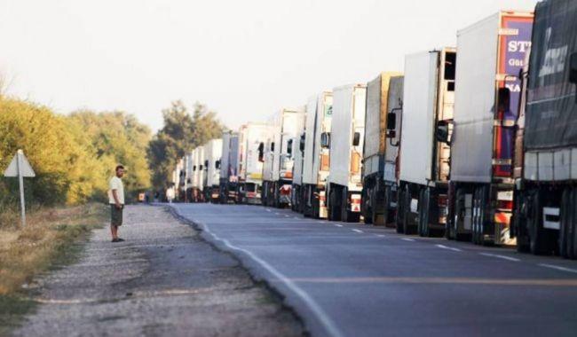 Транспортный коллапс на границах Украины — в очередях стоят тысячи фур