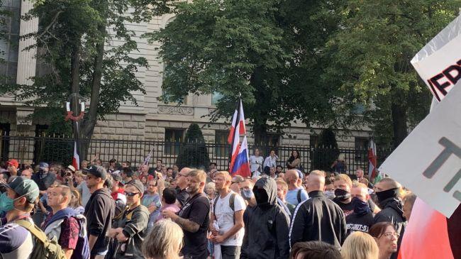 Тысячи участников митинга вБерлине скандировали «Путин! Путин!»— СМИ